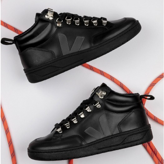 Roraima Leather Black Grafite Black Model